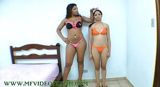 Big Brunette Girl Destroying 2 Bellowing Between her Legs