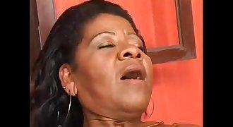 old black mom - coroa brasileira