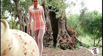 Julia follando en el campo - Sexy teen fucking outdoor