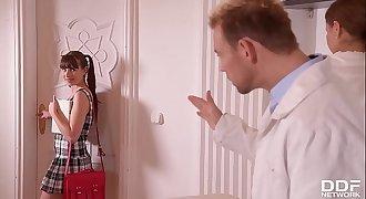 Kinky Doctor & Nurse Tina Kay DP Teen patient Luna Rival